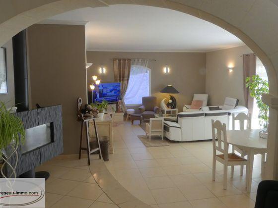 Vente propriété 10 pièces 303 m2