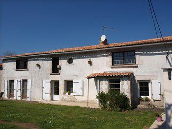 maison à Saint-Pierre-d'Exideuil (86)