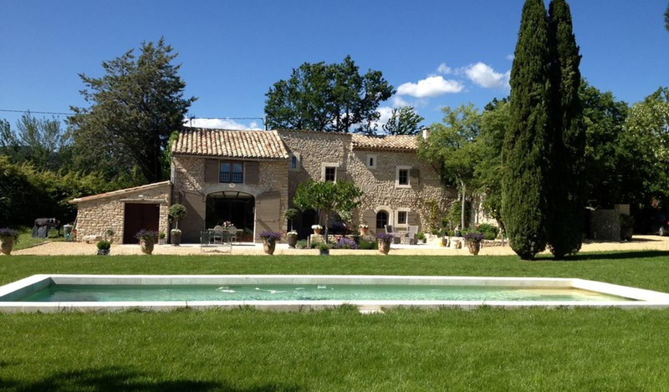 Property with pool and garden Gordes