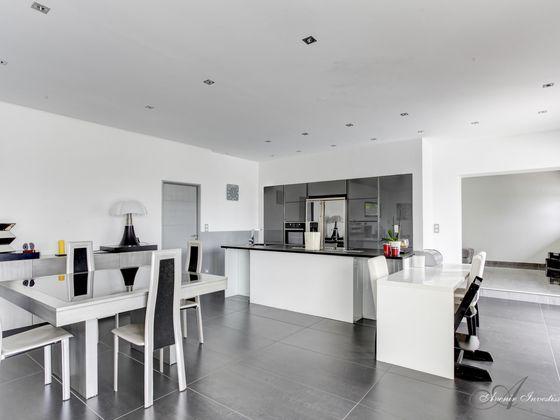 Location maison 7 pièces 250 m2
