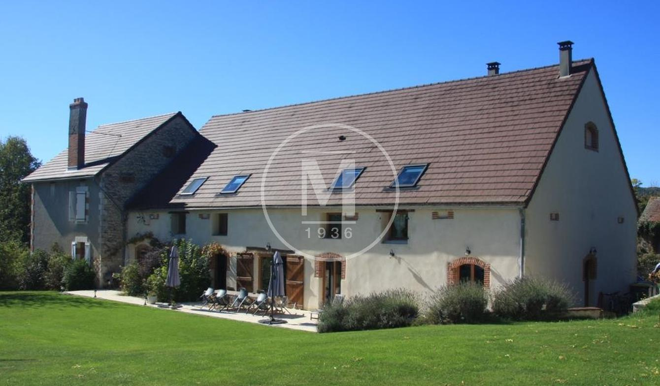 House with pool Ebreuil
