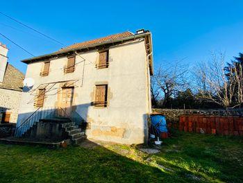 maison à Saint-Santin-Cantalès (15)