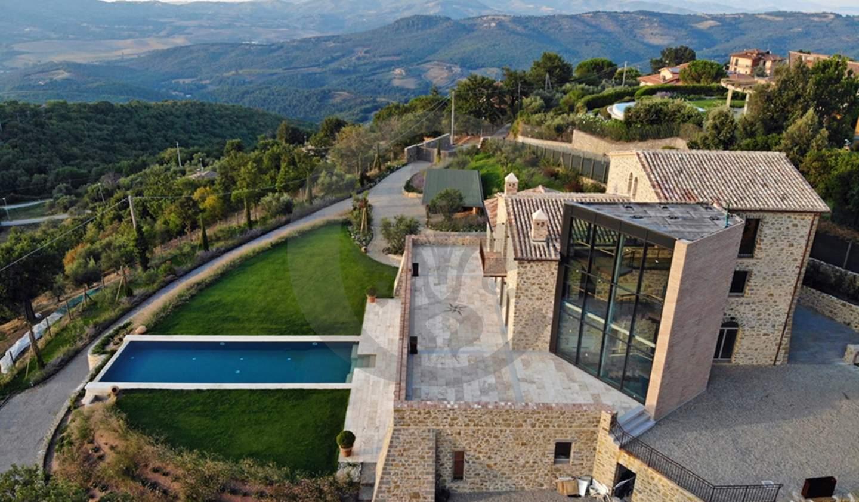 Corps de ferme avec jardin et piscine Piegaro