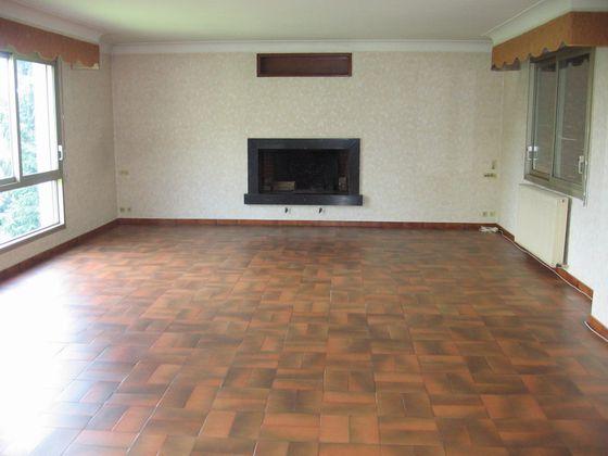 Location appartement 4 pièces 122 m2