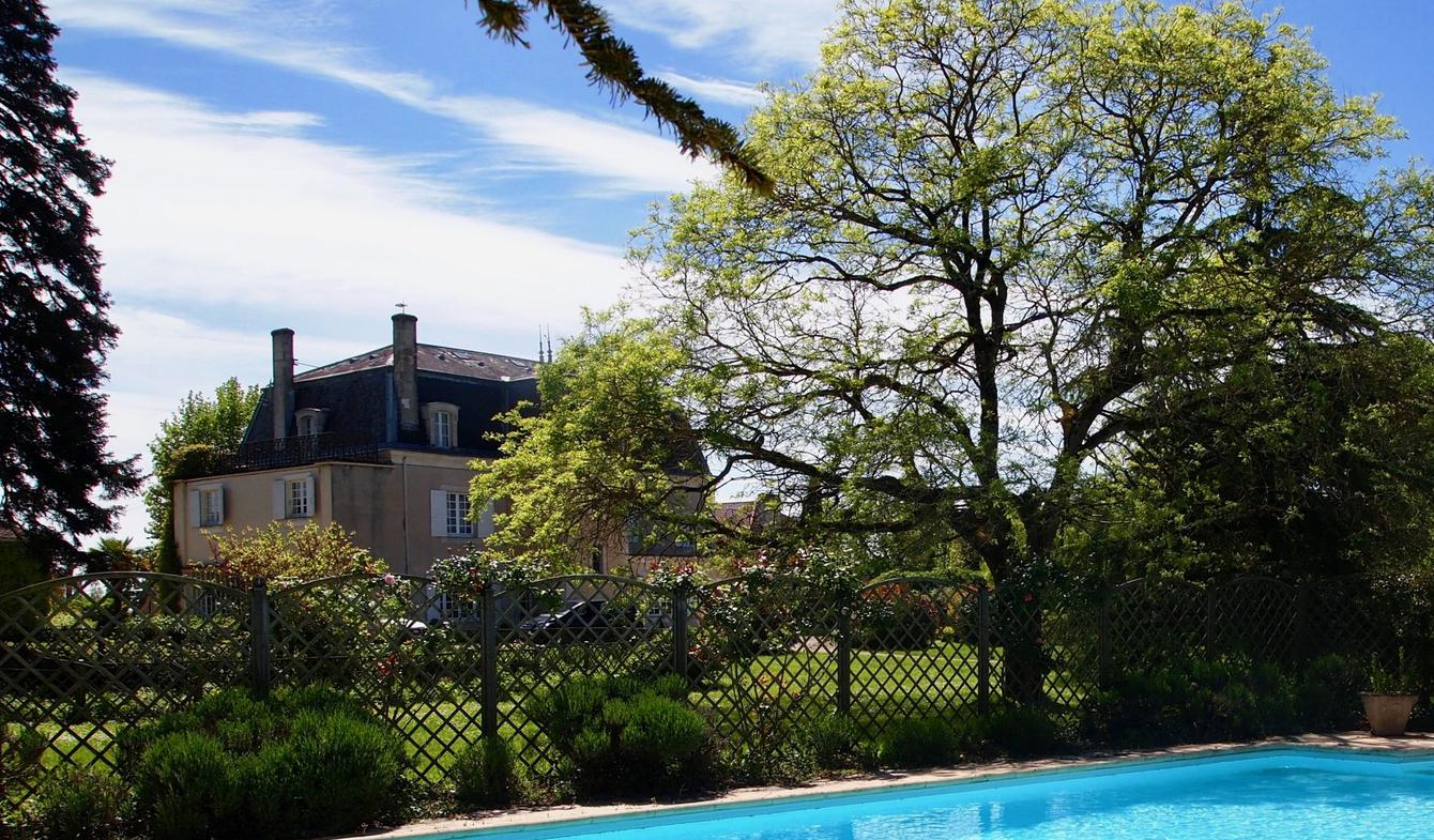 Property with pool Gondrin