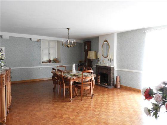 Vente maison 6 pièces 214 m2