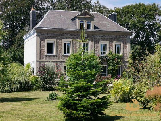 Vente maison 10 pièces 272 m2