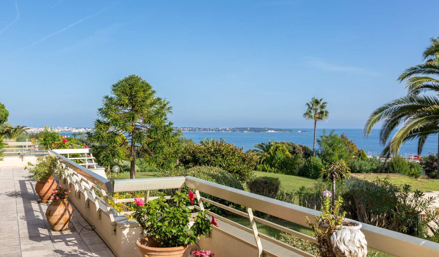 Apartment with terrace and pool Vallauris