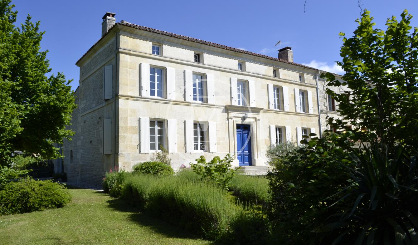 House with pool Cherves-Richemont