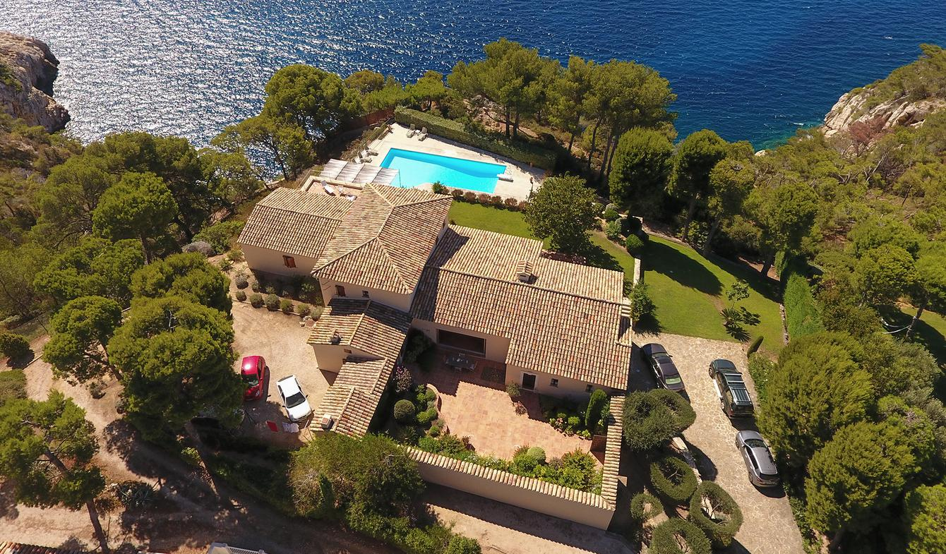 Seaside property with pool Saint-Cyr-sur-Mer