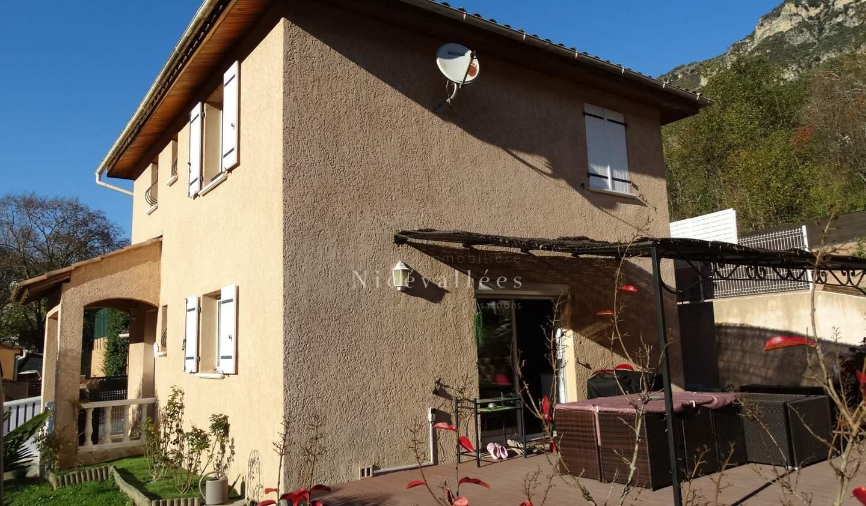 Maison avec piscine et terrasse La Tour