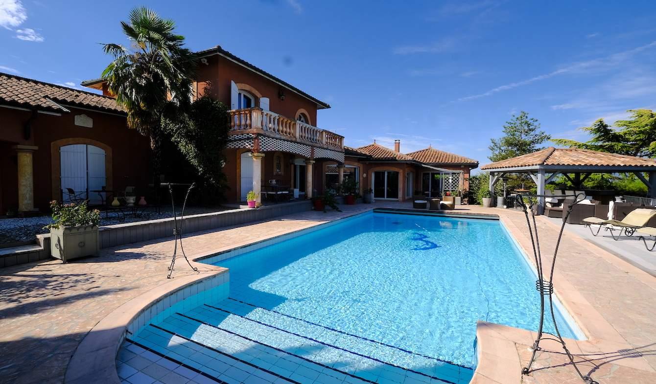 Propriété avec piscine et jardin Crémieu