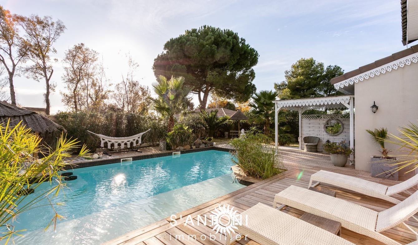Villa avec piscine et terrasse Agde
