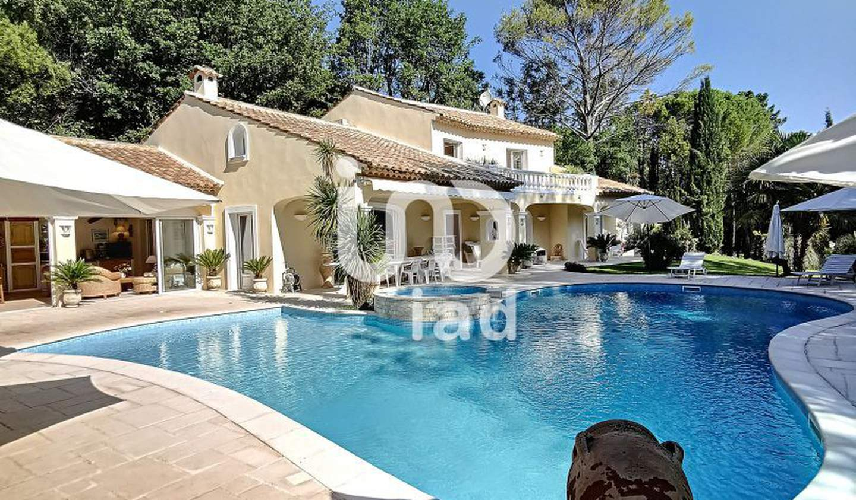 Maison avec piscine et terrasse Tourrettes