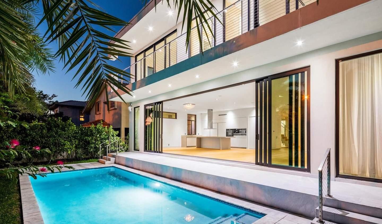 Villa with pool and garden Miami Beach