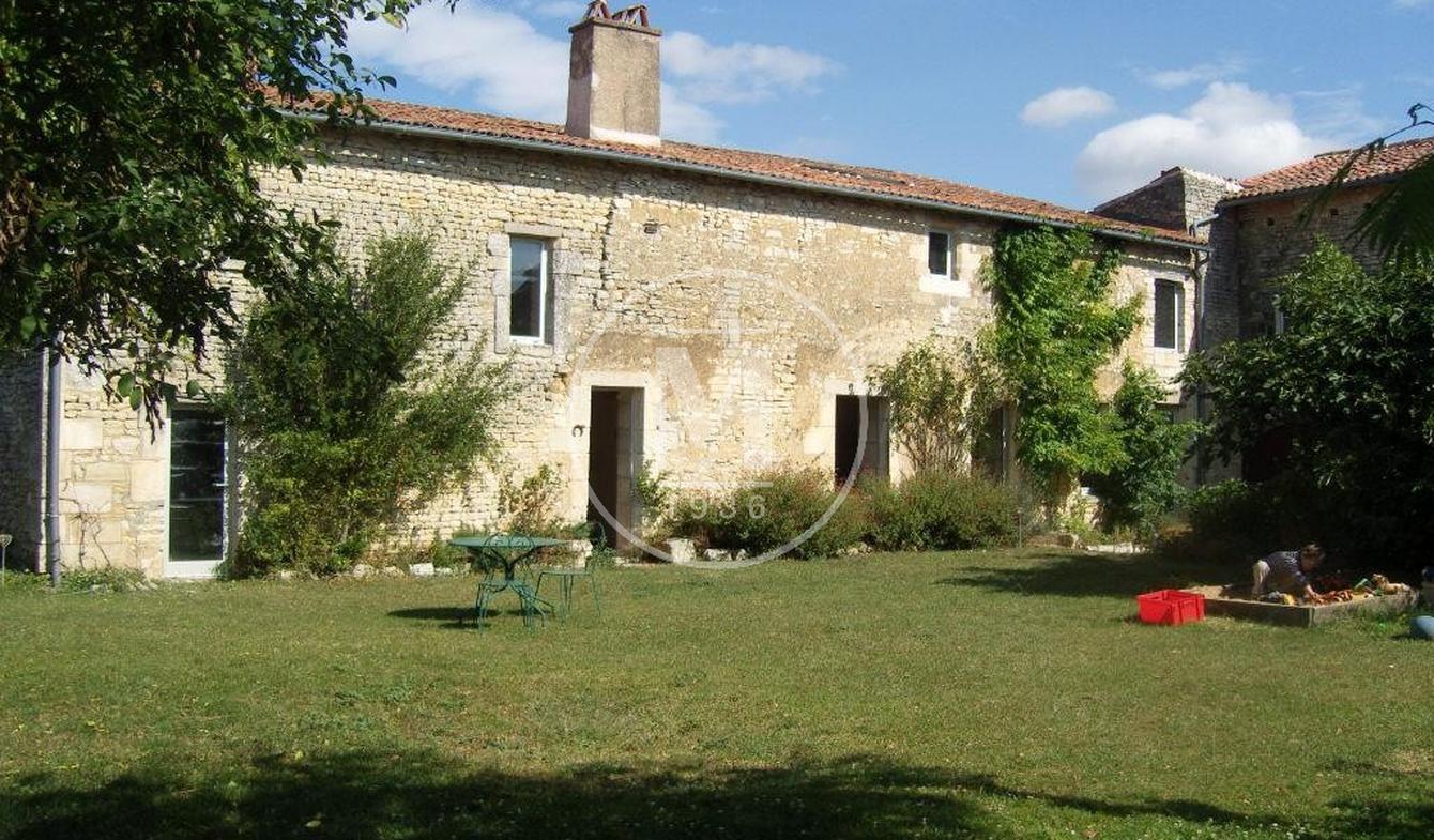 Maison Neuville-de-Poitou