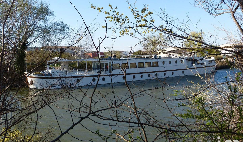 Péniche Arles