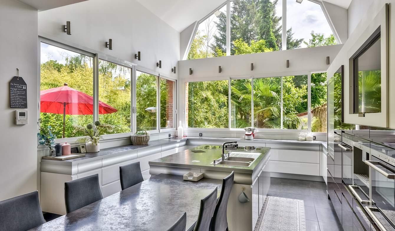 Maison contemporaine avec piscine et jardin Andresy