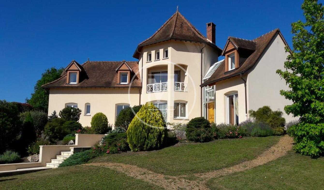Villa avec piscine et terrasse Bort-l'Etang
