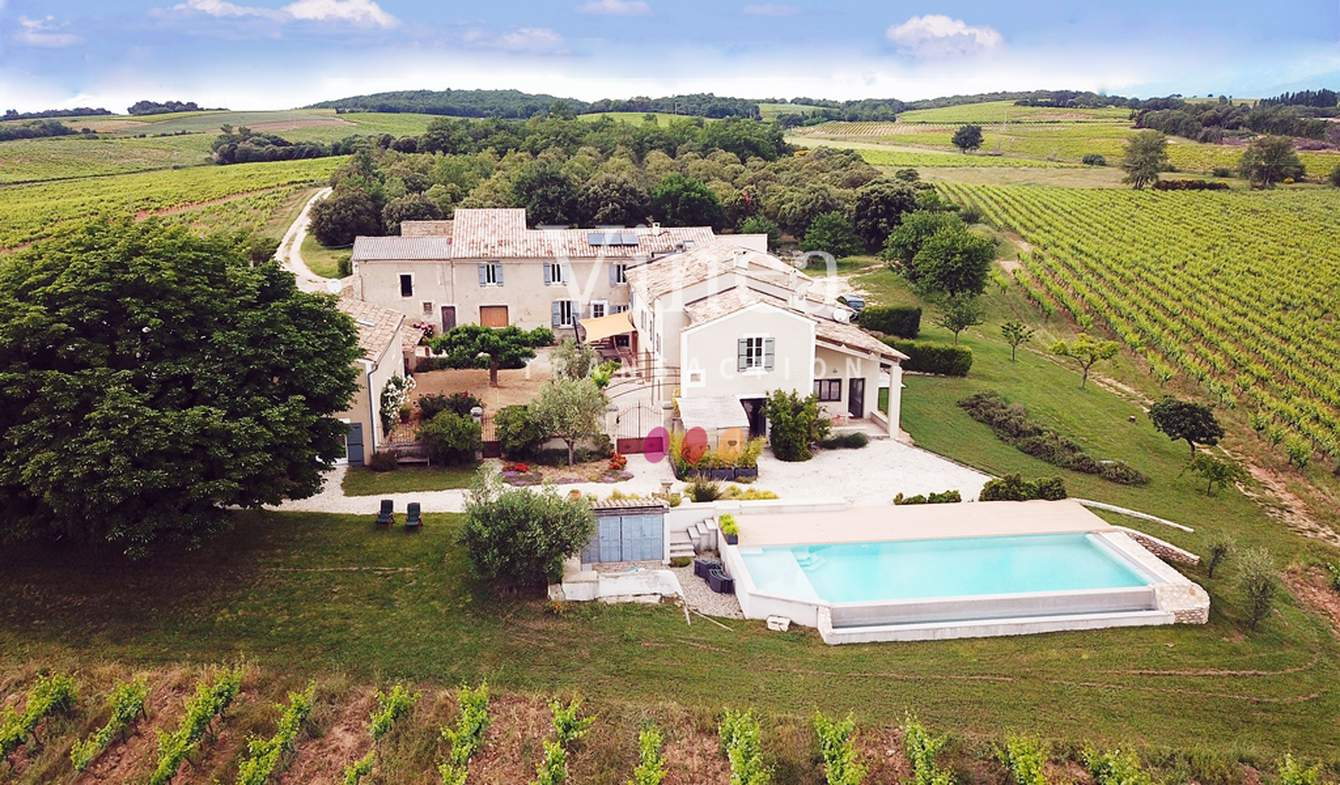 Vineyard with pool and outbuildings Drôme