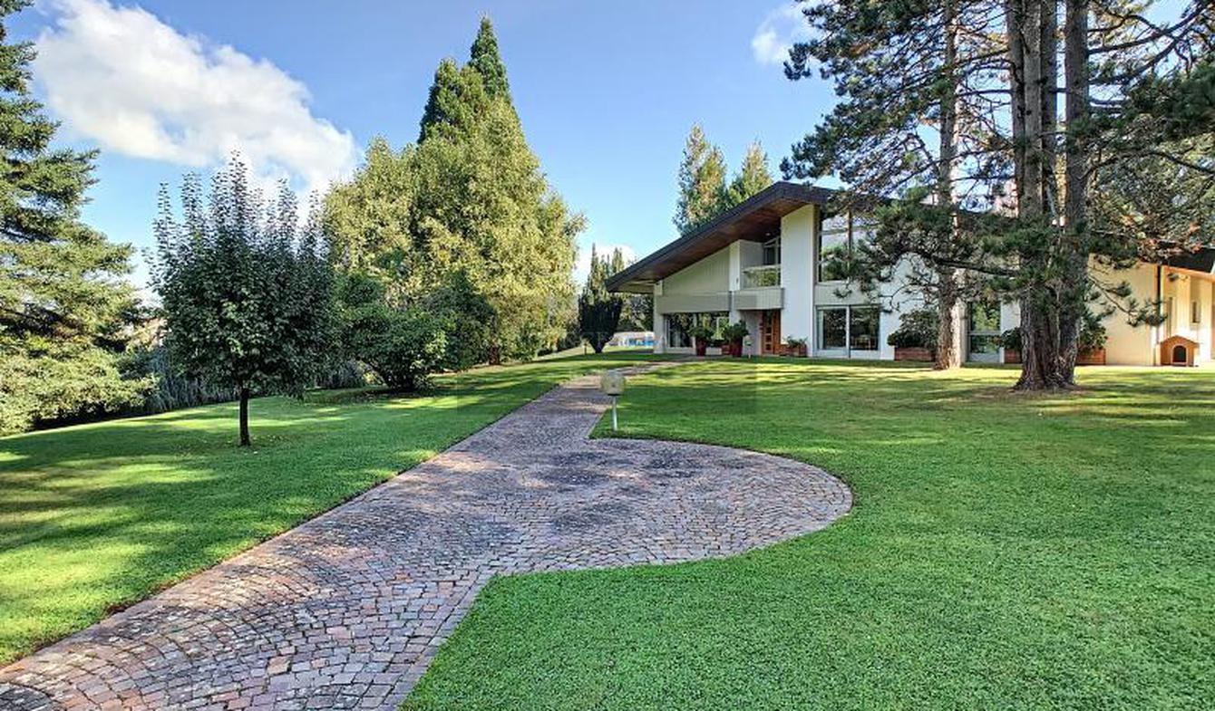 Maison avec piscine et terrasse Quintal