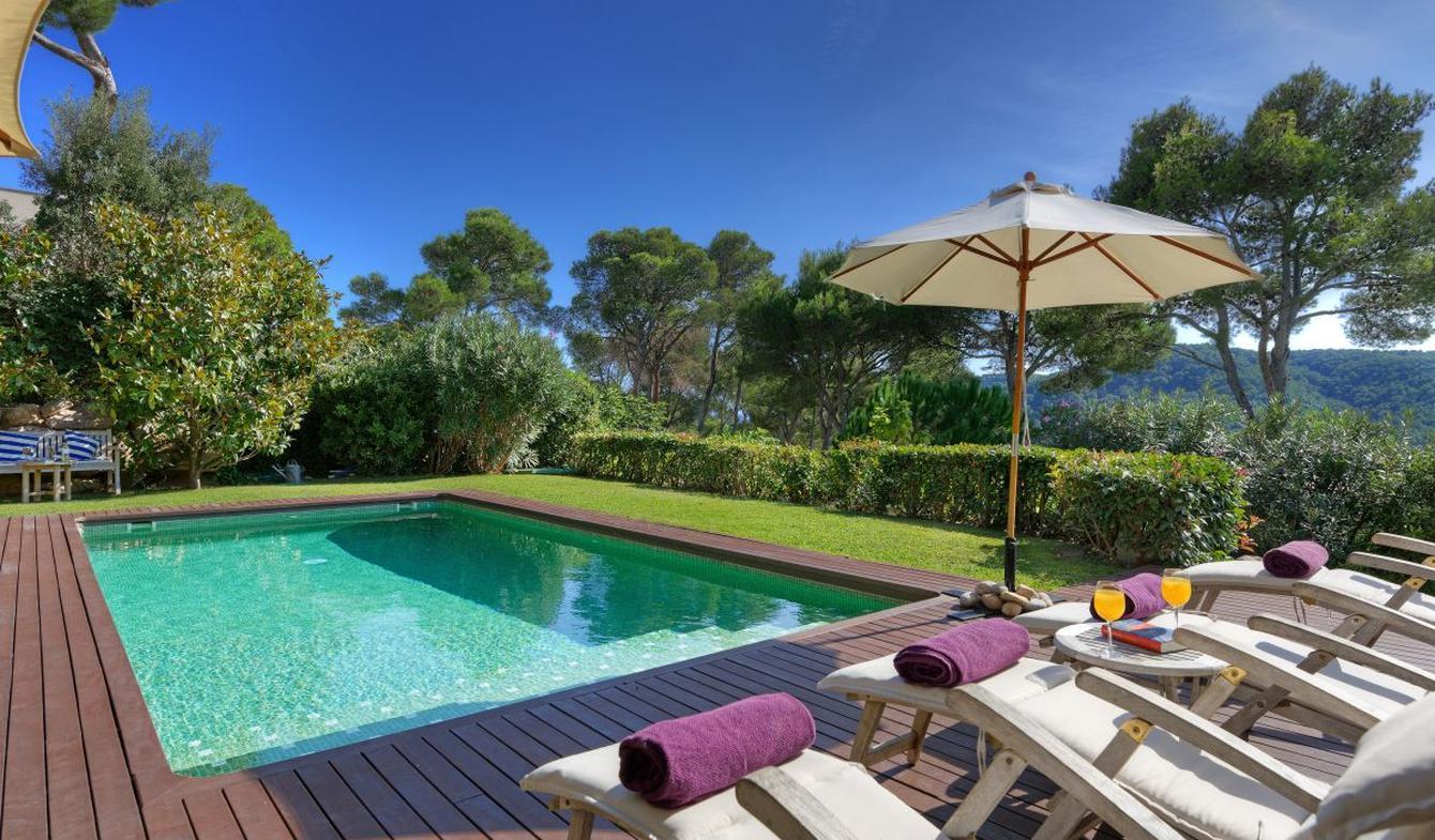 Seaside villa with pool Tamariu