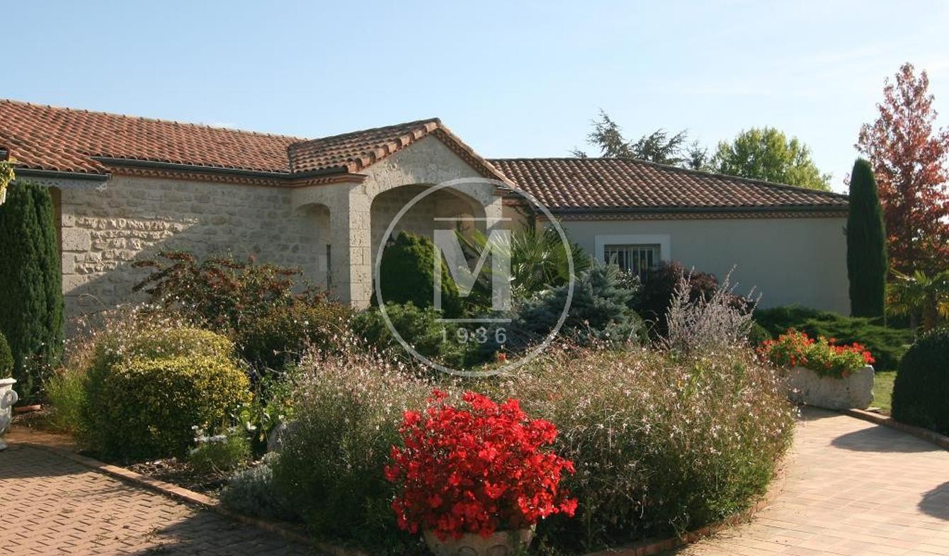 Villa with pool Tonneins