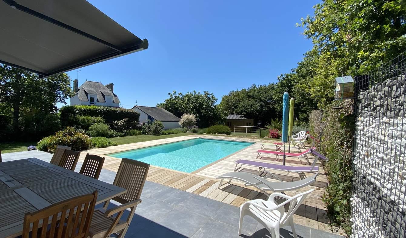 Maison contemporaine avec piscine et jardin Locmariaquer
