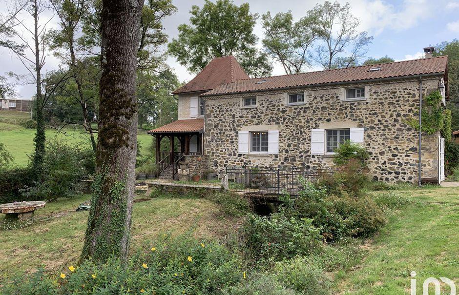 Vente moulin 6 pièces 210 m² à Saint-Martin-de-Fressengeas (24800), 394 000 €
