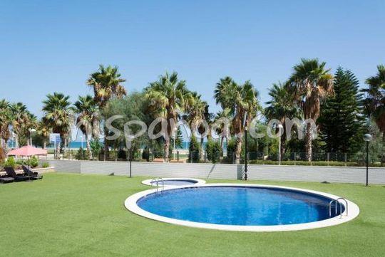 Appartement avec piscine en bord de mer
