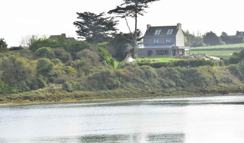 Maison en bord de mer avec jardin Plougoulm