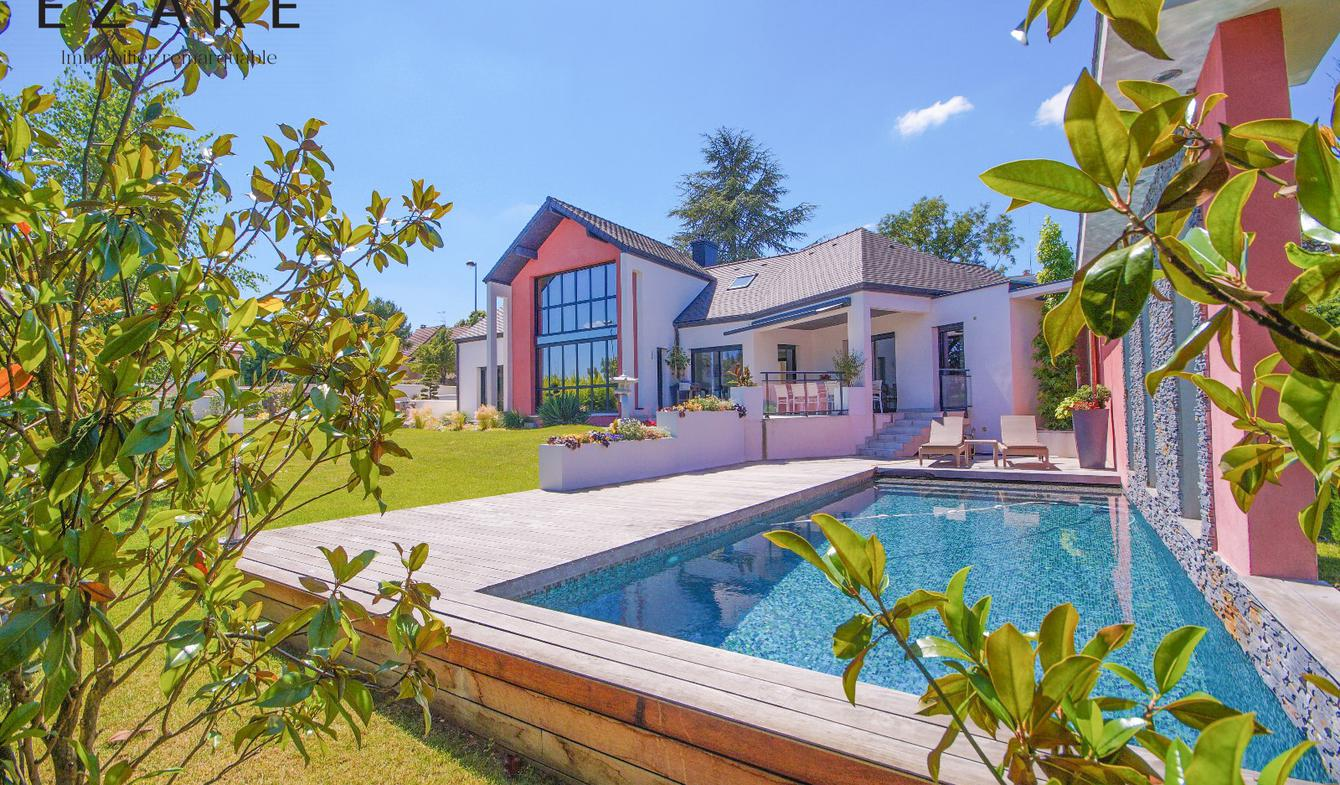 Villa with pool and terrace Dijon