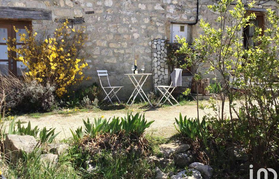 Vente maison 4 pièces 98 m² à Le Poët-Sigillat (26110), 175 000 €