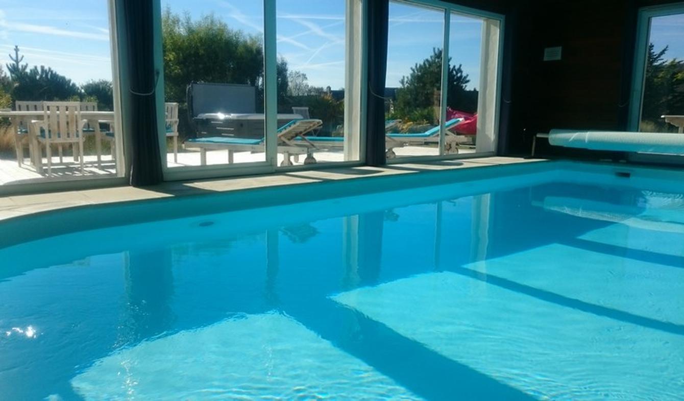 Maison avec piscine en bord de mer Cléder