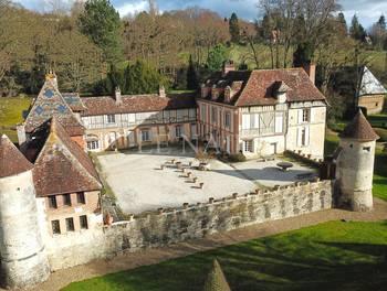 Château 25 pièces 1200 m2