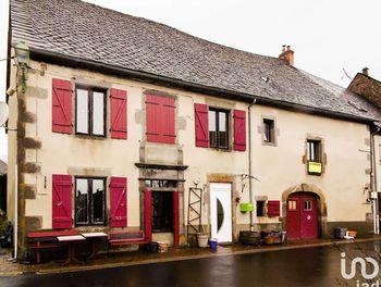 maison à Tauves (63)