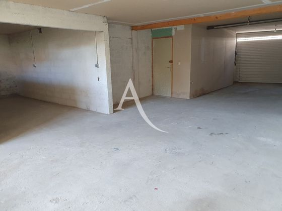 Location parking 100 m2