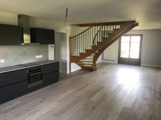 Location maison 6 pièces 190 m2