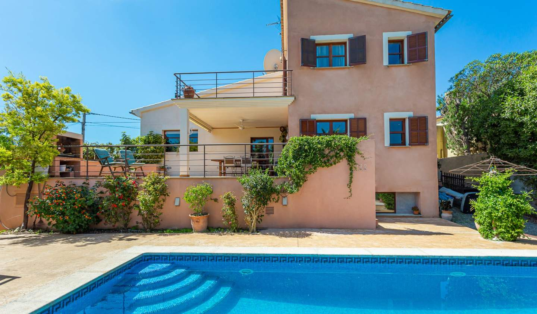Villa with pool and garden Calvià