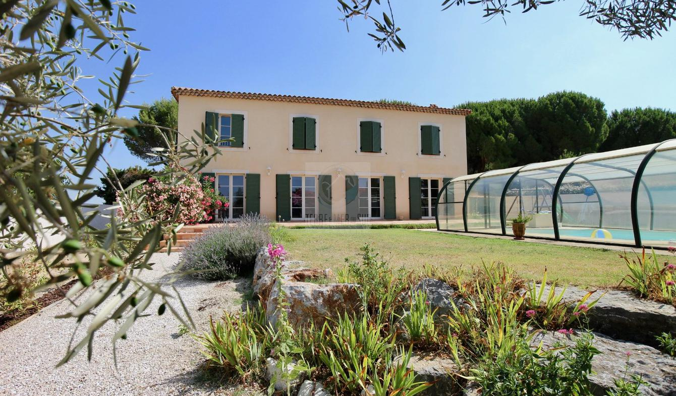 Villa avec piscine et terrasse Maraussan