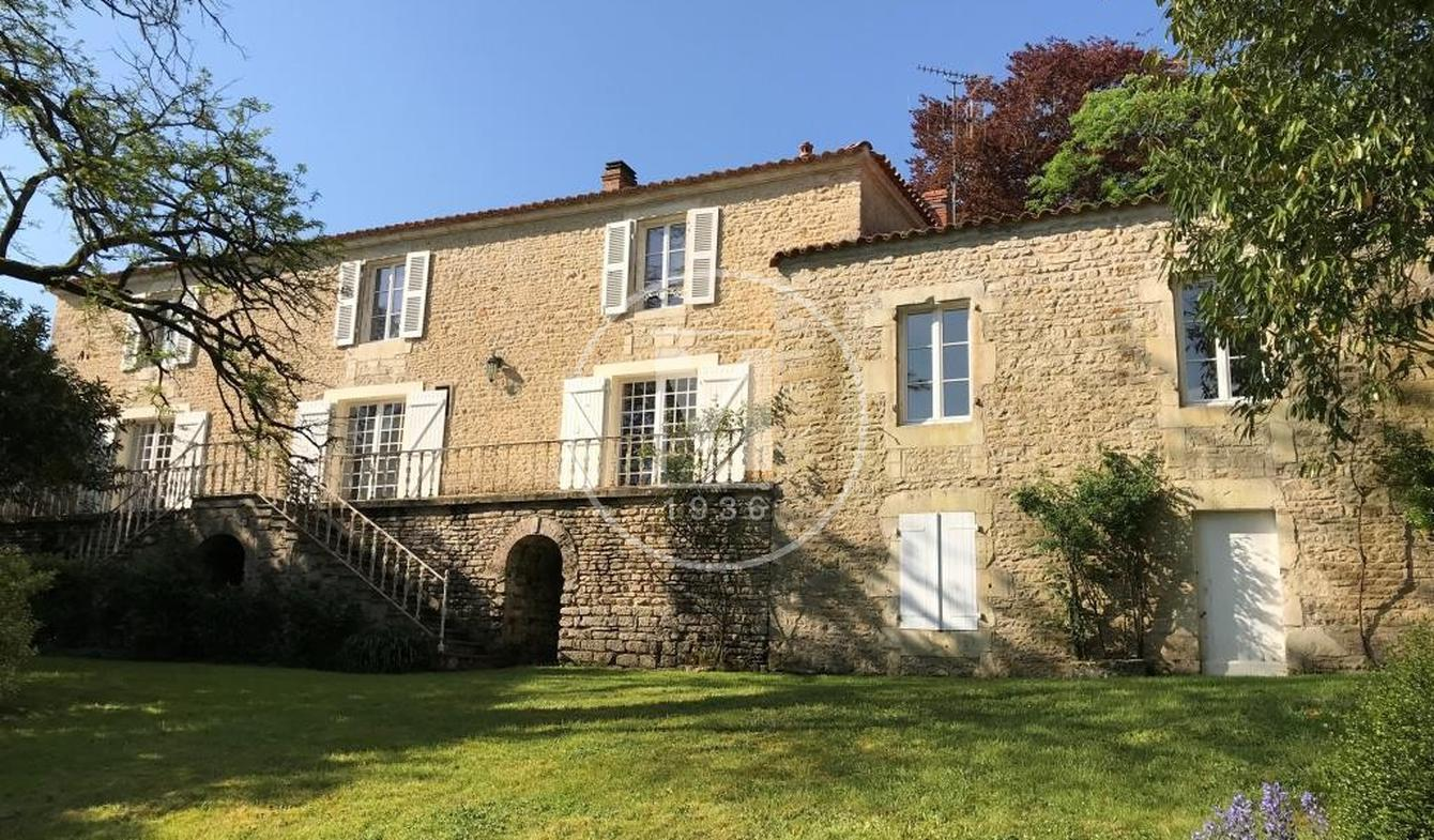 House with terrace Chaillé-les-Marais