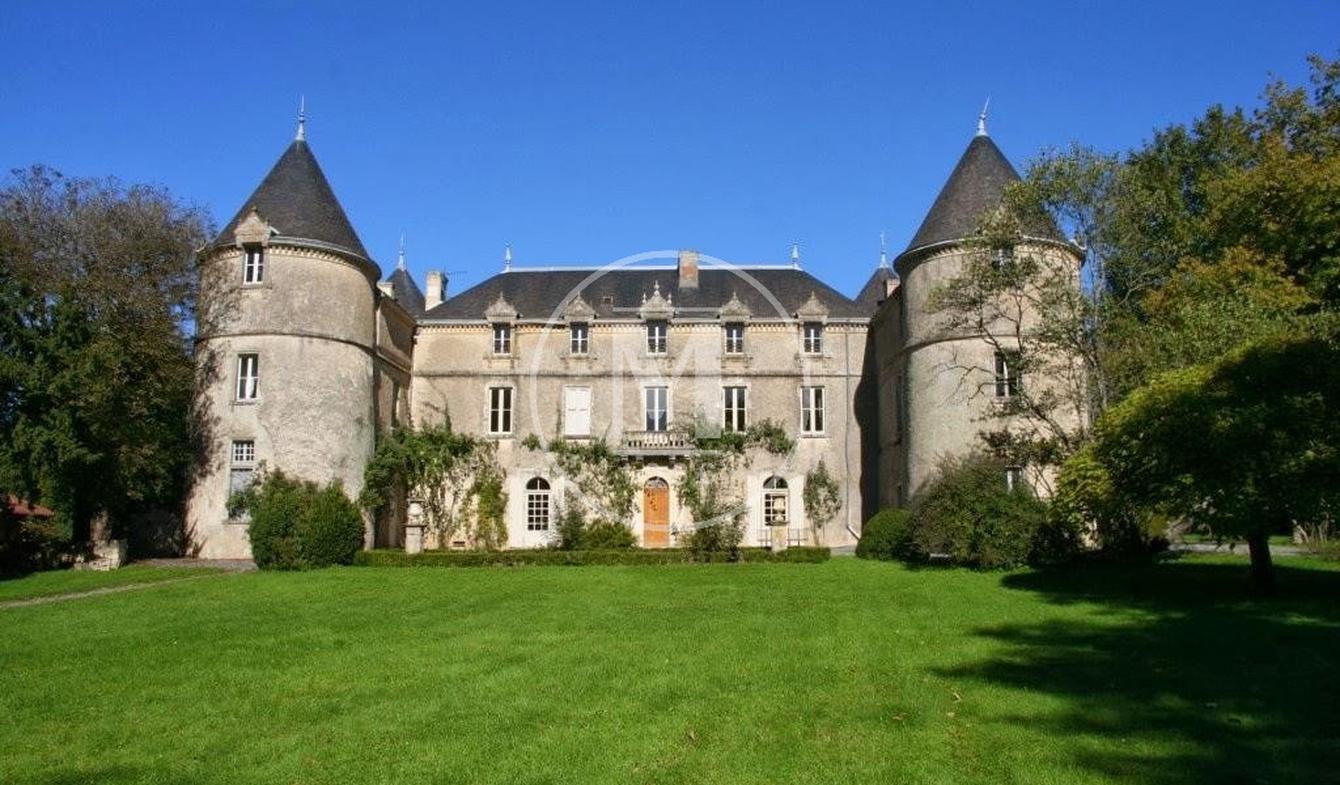 Château Saint-Sulpice-en-Pareds