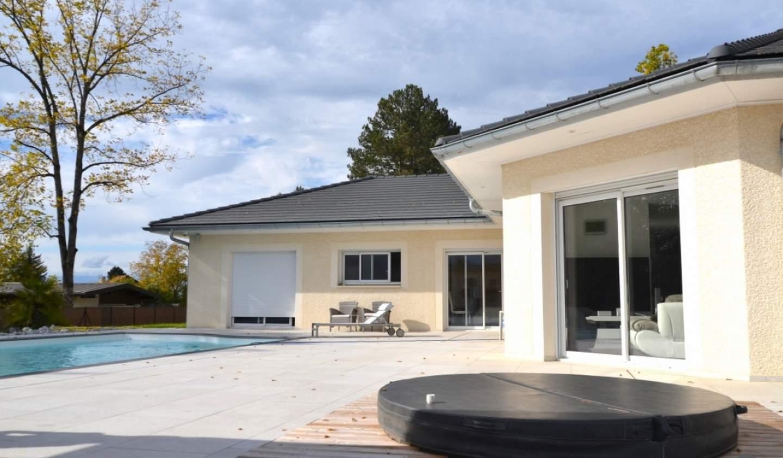 Maison avec piscine et terrasse Bonne