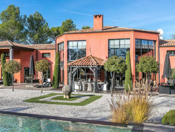 Villa 720 m2