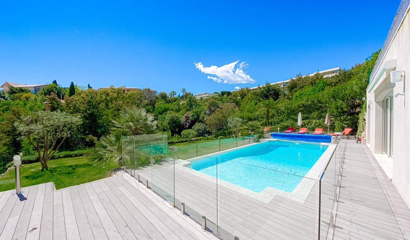 Property with pool and garden Cannes