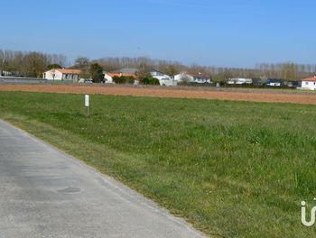 terrain à Saint-Jean-d'Angély (17)