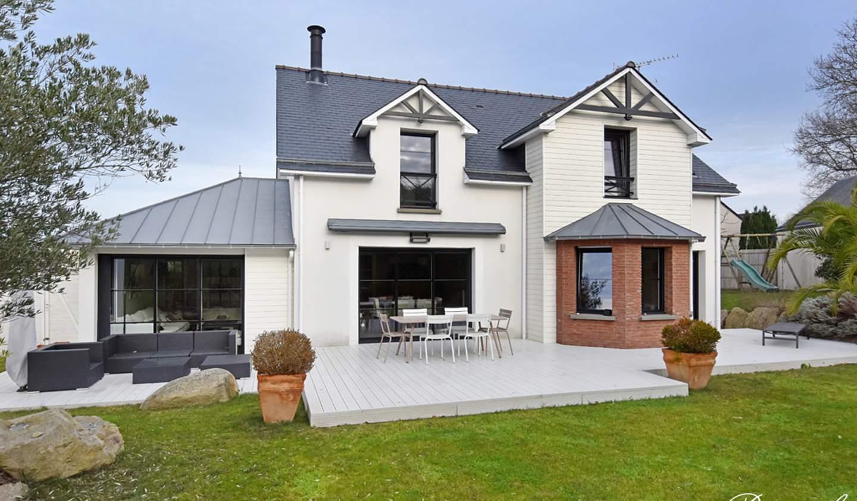 Seaside contemporary house and garden Dinard