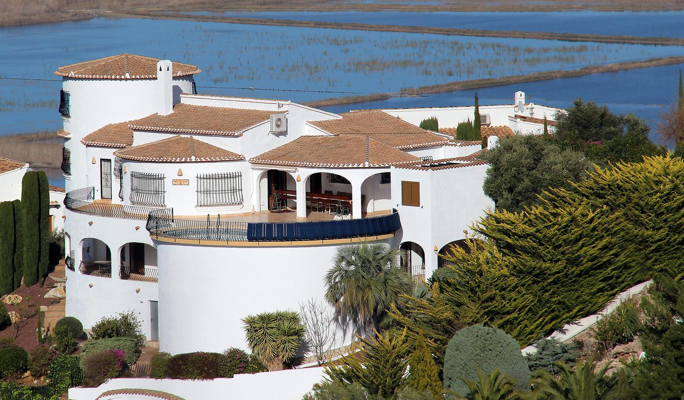 Seaside villa with pool Dénia