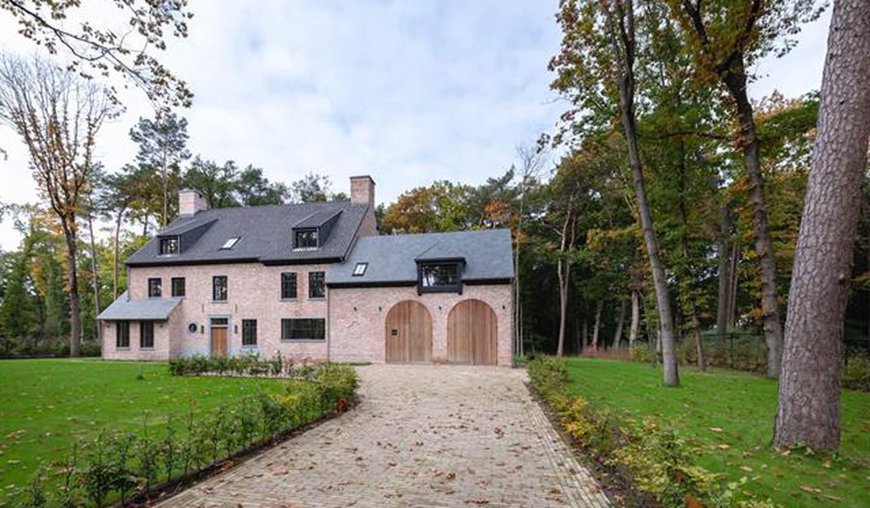 Villa with terrace Kapellen