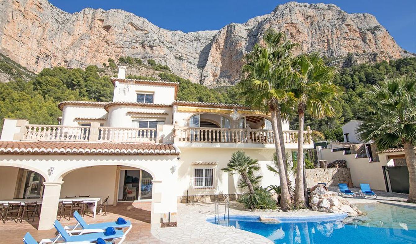 Villa avec piscine en bord de mer Xàbia